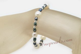 Pbr426 Hand Strung White and Black Freshwater Rice Pearl Bracelet