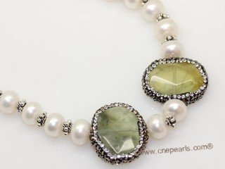 pn773  Freshwater Potato Pearl Necklace With Green Gemstone