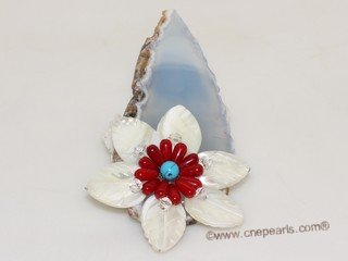 brooch122 Trendy flower design mother of pearl shell brooch in wholesale