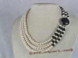 mpn079 triple-strands white button pearl choker with black agate beads