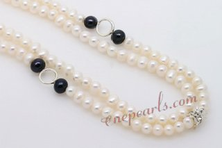 Pn578 Elegant White and Black Cultured Pearls Opera Necklace For the Fall