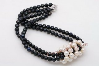 Pn579 Smart White and Black Potato Pearl Costume Necklace For the Fall
