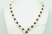 Pn627 Hand Knitted Cultured Pearl and Agate V Shape Necklace