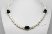 Pn645  Freshwater Pearl Necklace with Potato Pearl & Black Agate