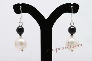 SPE446 White Nugget Pearl and Black Agate Silver Earring Drops