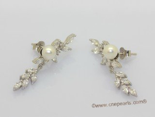 spe598  Freshwater Bread Pearl and Zircon Stud Earrings in Sterling Silver