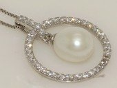 Spp432 Cubic Zirconia Open Circle Freshwater Pearl Pendant in Sterling Silver