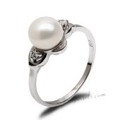 Spr164 Beautiful Sterling Silver Ring Shimmers with a White Freshwater Pearl